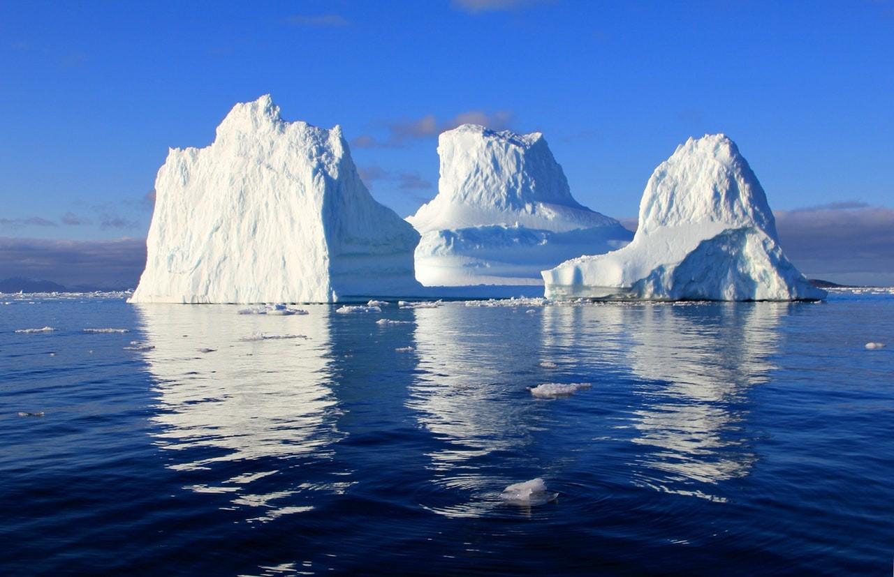 Die Spitze des Eisberges ist zu sehen und zeigt  nur die bewussten Gedanken als Oberfläche